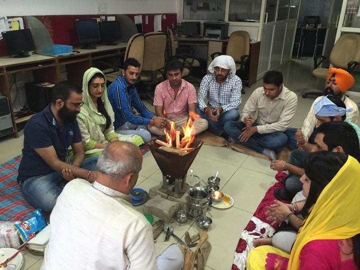 12395081-mandli-starting-with-havan